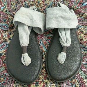 Sanuk gray sling sandals size 8